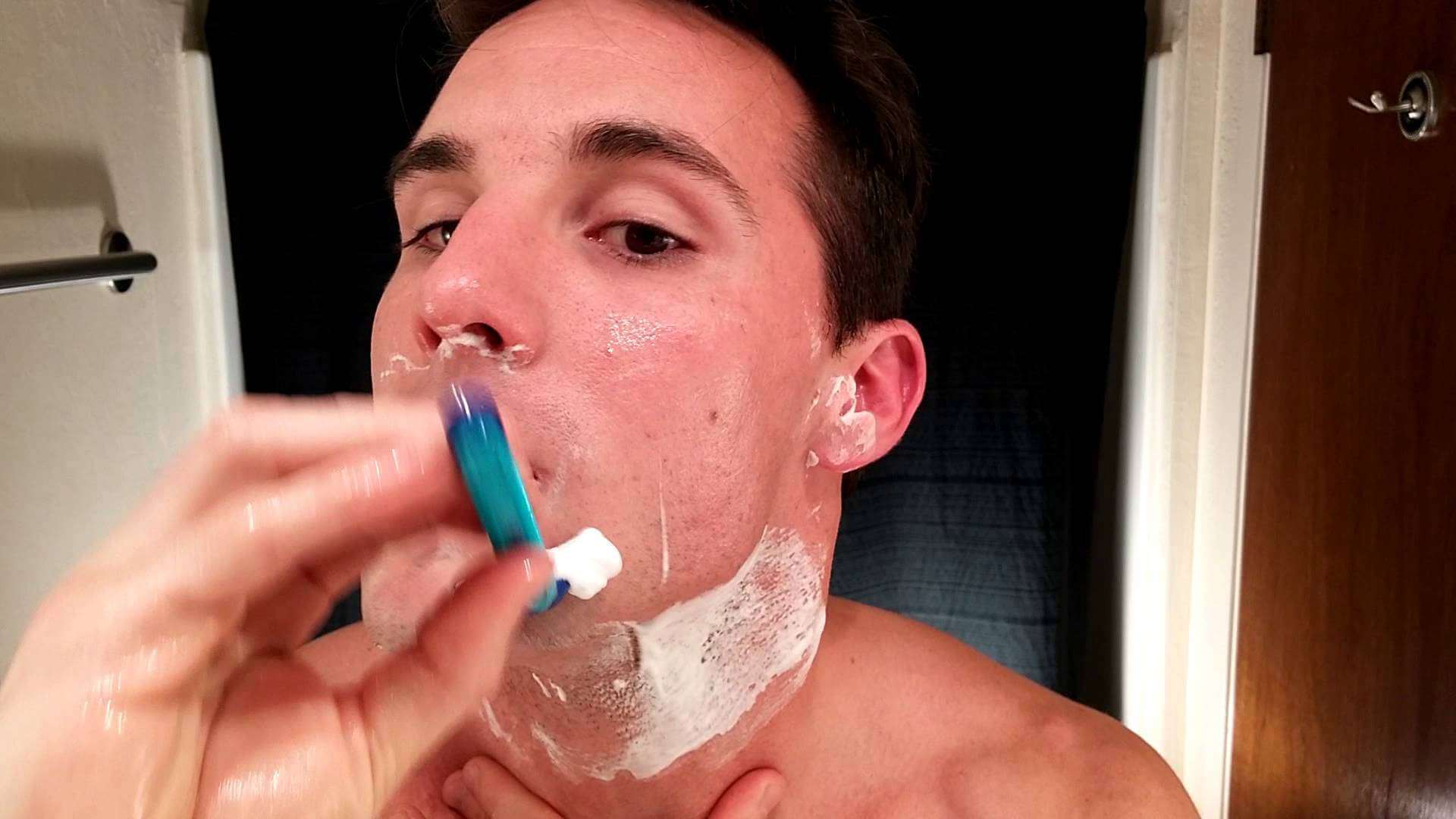 Tips on How to Shave with a Disposable Razor or Cartridge